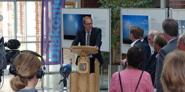 Diakonie Schleswig-Holstein und ISÖ übergeben Ergebnisbericht ZASH2045 an Sozialminister Dr. Heiner Garg (28.5.2018)